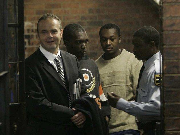 Radovan Krejčíř se v jihoafrickém vězení zatím směje.