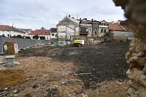 Soukromá firma zbourala tři historické domy na Václavském náměstí v Příbrami