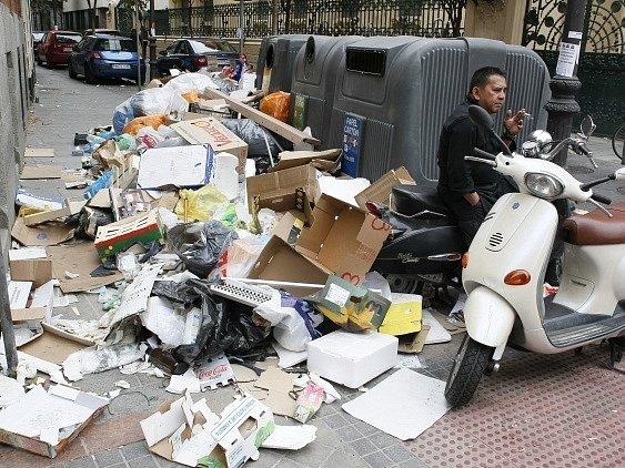 Celých dvanáct dní v Madridu stávkovali zaměstnanci úklidových služeb.