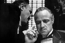 Marlon Brando jako don Vito Corleone v Coppolově snímku Kmotr