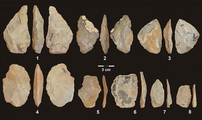 Štípané nástroje z polské jeskyně Stajnia