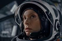Stowaway, film navazující na linii filozofujících sci-fi typu GravitaceaMarťan. Příběh je uzavřený do klaustrofobického prostředí rakety, jež míří na Mars s posádkou zkoumající možnosti osídlení cizí planety.
