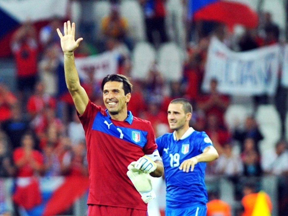 Italský góman Gianluigi Buffon měl důvod k radosti.