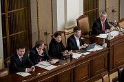 Zasedání sněmovny 28. listopadu v Praze. Zleva Vondráček, Fiala, Pikal, Okamura, Filip