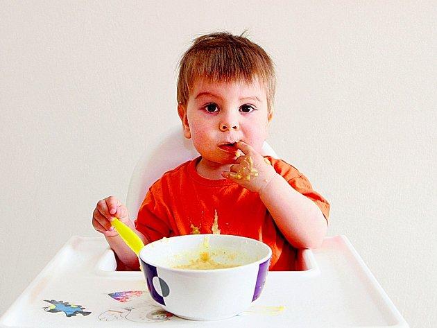 Odborníci varují, že je chybou domnívat se, že vynecháváním snídaně člověk sní méně jídla, přijme méně kalorií a tudíž pak na váze nepřibývá.