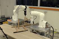 Robot složí kuchyňskou židli pod devět minut