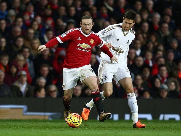 Wayne Rooney v zápase proti Swansea
