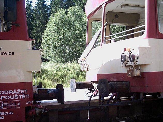 Takhle dopadly dvě vlakové soupravy po srážce v Černém Kříži.