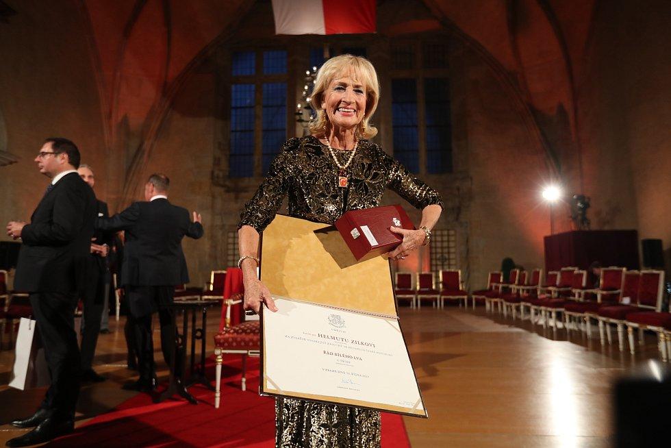 Předávání státních vyznamenání 28. října na Pražském hradě. Dagmar Kollerová.