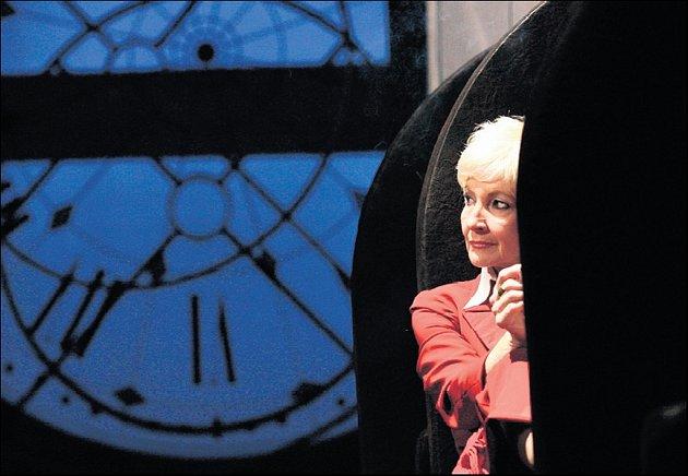 Daniela Kolářová v inscenaci hry Věc Makropulos.