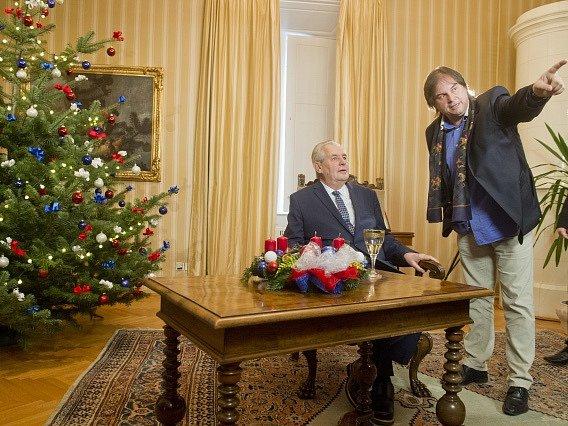 Prezident Miloš Zeman pronesl 26.prosince své tradiční vánoční poselství zlánského zámku. Snímek je zdopoledního natáčení.
