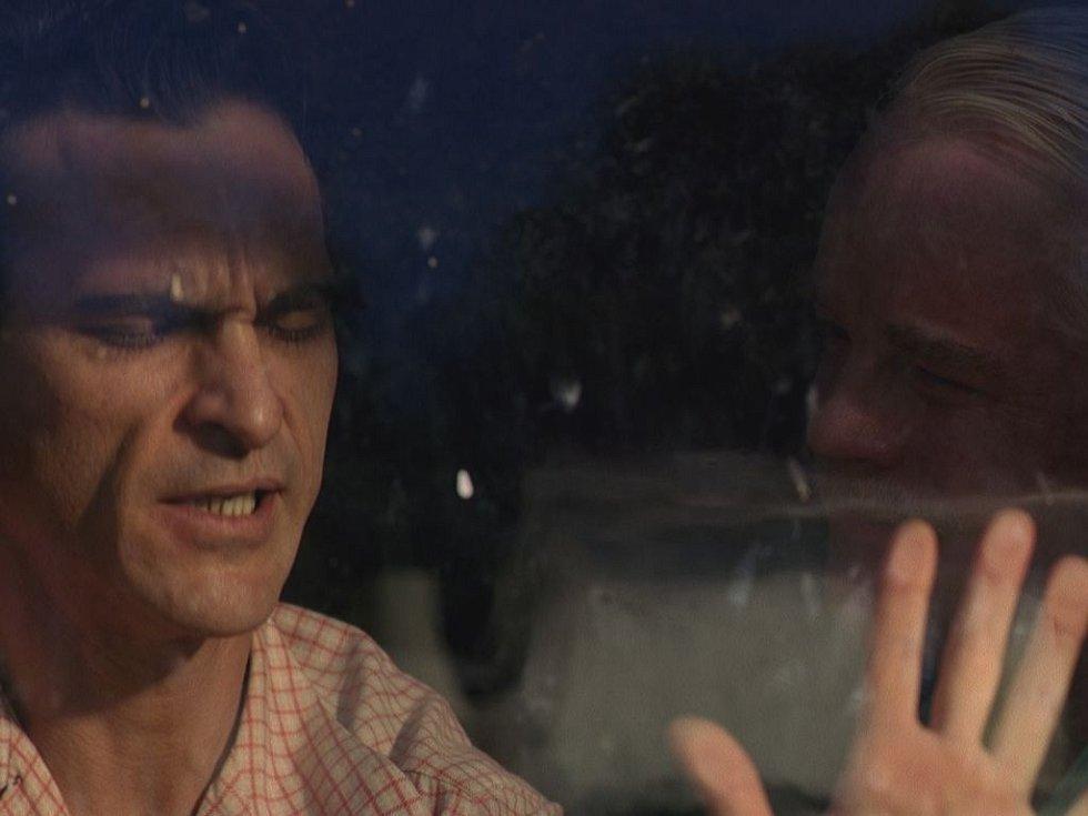 Americký film Mistr s čerstvou oscarovou nominací: Joaquin Phoenix a Philip Seymour Hoffman