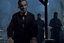 Lincoln v hlavní roli s Danielem Day Lewisem je žhavý kandidát na ocenění Zlatý globus. U nás ho uvidíme v lednu.