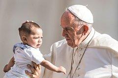 Papež František svatořečil zatím v průměru 9,5 osob ročně. Jan Pavel II. dosahoval dvojnásobného počtu.