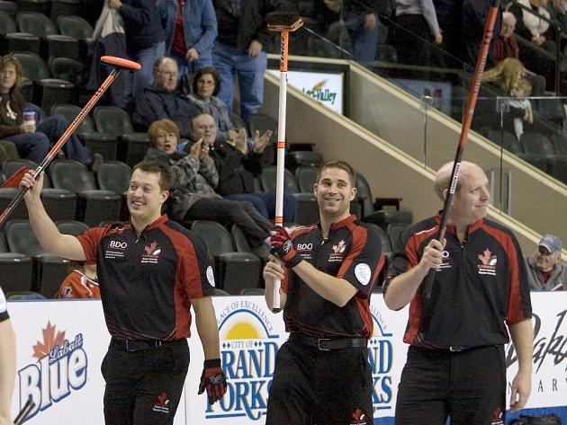 Kanadští curleři se radují z vítězství na Českem 6:1.