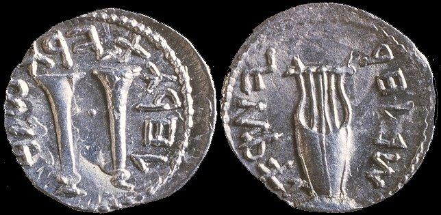 Mezi další nálezy z jeskyně hrůz se zařadily stříbrné mince ražené židovskými povstalci