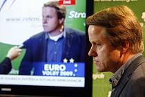 Šéf Zelených Martin Bursík nabídl po debaklu své strany ve volbách do Evropského parlamentu funkci.