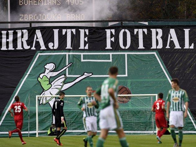 Fotbalisté Bohemians 1905 (v zeleném) proti Brnu.