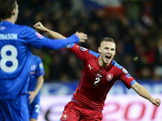 Pavel Kadeřábek se raduje z vyrovnávacího gólu proti Islandu.