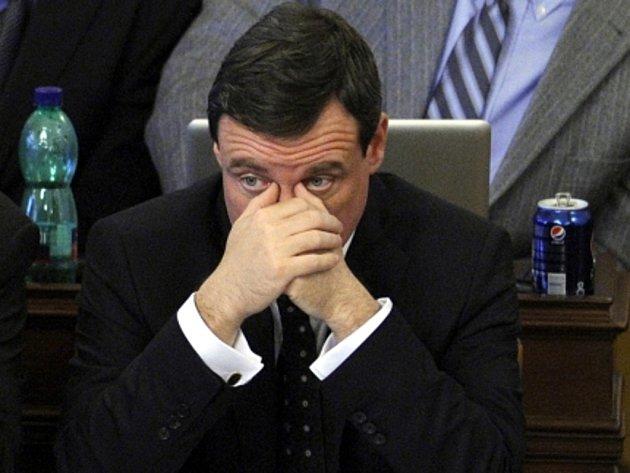 Poslanec ČSSD David Rath na mimořádné schůzi Poslanecké sněmovny, která měla v pátek 27. dubna 2012 na programu hlasování o důvěře Nečasově vládě.