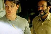 Robin Williams  a Matt Damon v oscarovém dramatu o svazující tíze geniality,strachu z bolesti a odvaze k dospělosti.