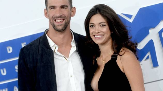Michael Phelps s Nicole Johnsonovou.
