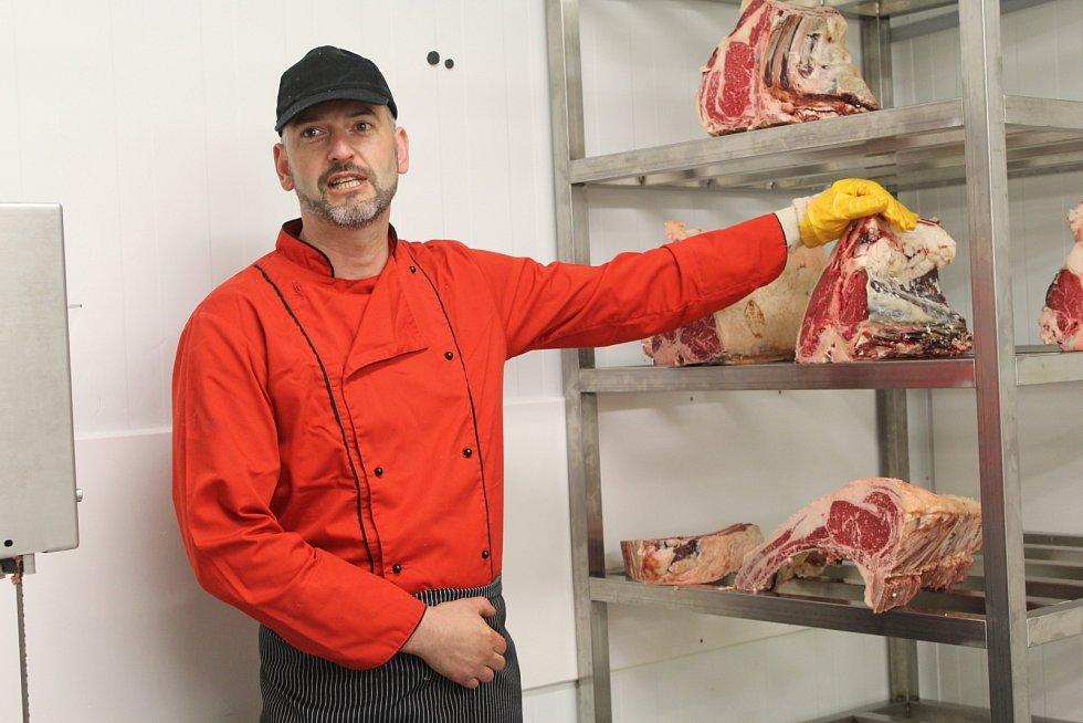 Když vroce 2002otevřeli bourárnu masa, nastal obrovský posun firmy, protože už měli produkt. Čerstvé maso bez kosti, na plátky, vkuse. Doslova, jak kdo potřeboval.