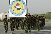 Iráčtí vojáci se znakem Anbaru během pondělního slavnostního převzetí správy nad touto provincií od Američanů.