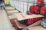 Regály s trvanlivými potravinami a s dezinfekčními prostředky se v Turínu rychle vyprazdňují