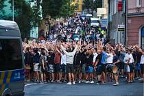 Liberec - Hajduk Split: Fanoušci chorvatského týmu při pochodu městem