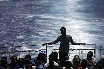 Nebezpečnou cestu do Evropské unie přes Středozemní moře za první půlrok letošního roku podniklo 137.000 běženců, což je takřka dvojnásobek oproti stejnému období v loňském roce.
