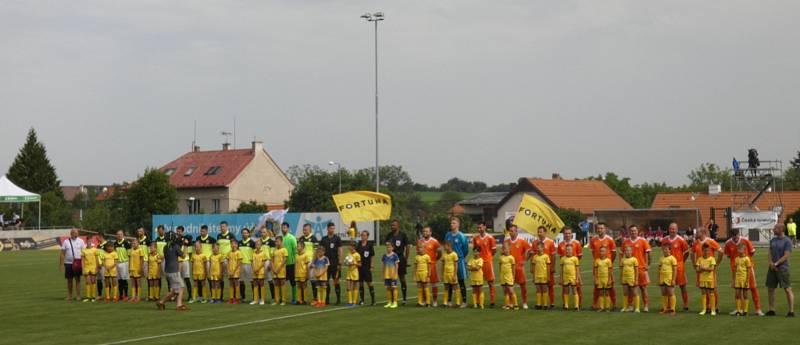 Můj fotbal živě:  Dolní Břežany  -  Zlatníky. Zamávání do kamery.