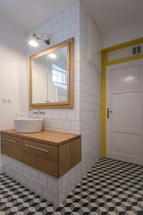 Rekonstrukcí prošla koupelna, v níž vanu a lázeňská kamna nahradil sprchový kout, umyvadlo a toaleta. Pohodlnější je nyní nový vstup do koupelny přímo zhlavní obytné místnosti.