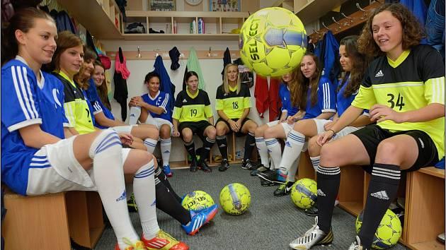 Naše kabina! Dívčí fotbalový klub Lokomotiva Brno, Horní Heršpice.