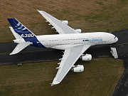 Brazilské ministerstvo obrany v úterý potvrdilo, že úlomky letadla nalezené v Atlantiku patří pohřešovanému dopravnímu stroji francouzské letecké společnosti Air France.