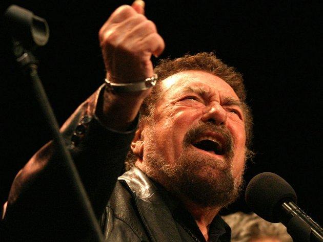 Waldemar Matuška na jednom z posledních koncertů v Česku, v roce 2004.
