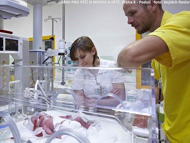Paterčata přišla na svět v pražské podolské porodnici.