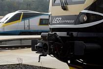 Na hlavní nádraží v Praze přijela 15. října v rámci zkušebního provozu nová vlaková souprava společnosti LEO Express. Soukromý železniční dopravce chce v prosinci na trase Praha – Ostrava zahájit provoz s cestujícími.