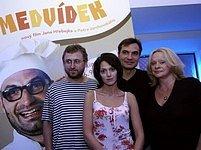 Medvídek: Jan Hřebejk, Klára Issová, Jiří Macháček a Věra Křesadlová