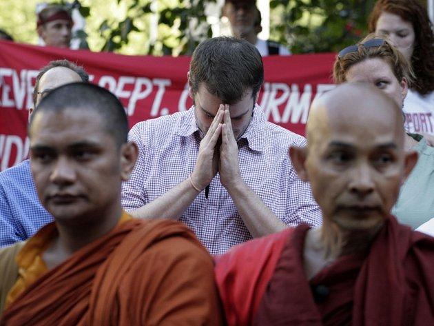 Barmští mniši