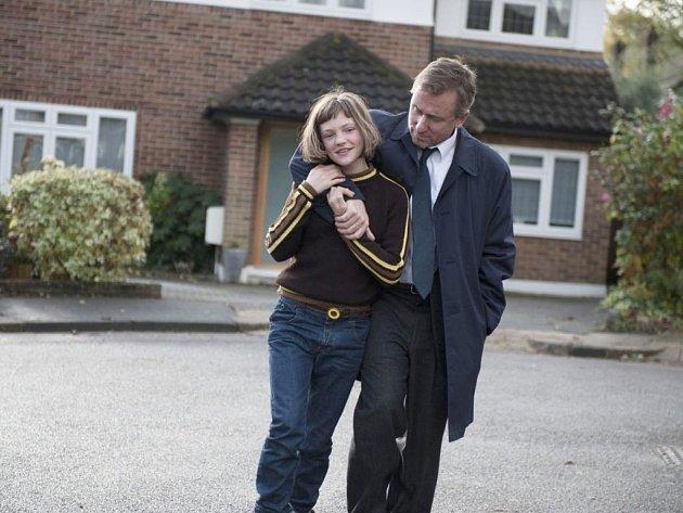 Snímek režiséra Rufuse Norrise Rozbitý svět, excelentně natočený příběh jedenáctileté hrdinky, jež si navzdory sociálnímu marasmu svého okolí uchovává pozitivní pohled na život. V hlavních rolích Tim Roth a Eloise Laurence.