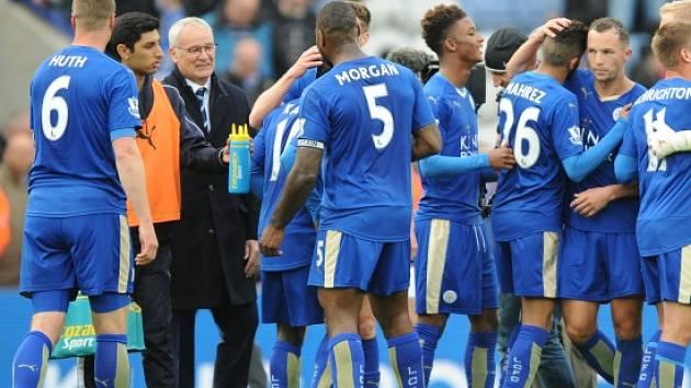 Radost hráčů Leicesteru a trenéra Ranieriho.