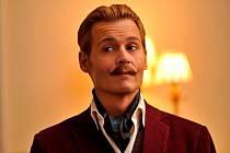 Protřelý aristokrat s tváří Johnnyho Deppa v honbě za obrazem.