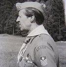 Jako vedoucí ve skautské uniformě
