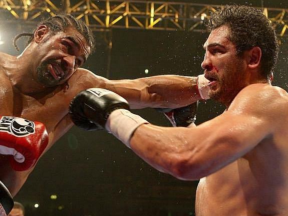 Haye s přehledem udržel titul organizace WBA, americkému vyzyvateli nedal šanci.