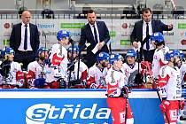 Hokejisté české reprezentace a trenér Filip Pešán