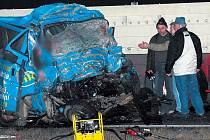 Při srážce mikrobusu s kamionem zemřelo 8 lidí