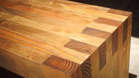 Výroba venkovní lavice může být jistě vyšší truhlařina, ale moderní minimalistickou variantu zvládnou vyrobit i občasní kutilové.
