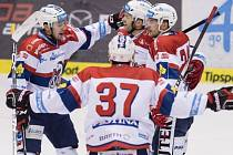 Pardubice - Karlovy Vary: Domácí hokejisté slaví záchranu