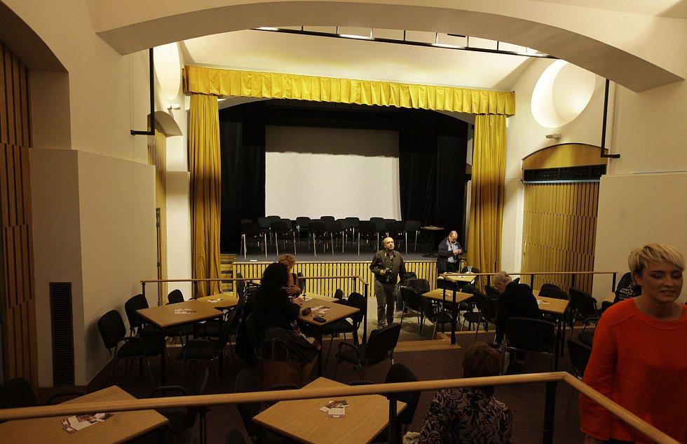 Divadlo Na Perštýně